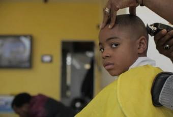 La tondeuse et le ciseau / revue de presse (sans concession) des coiffeurs afro