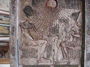 Akhénaton, Nefertiti et leurs filles