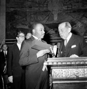 Martin Luther King recevant le prix Nobel en 1964