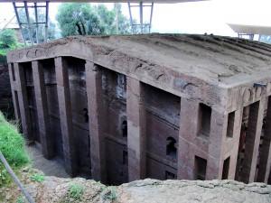 L'église rupestre de Bete Medhane Alem à Lalibela, peut-être la plus grande église monolithique du monde