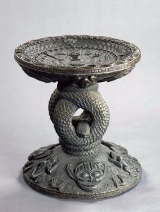 •Trône sculpté pour le roi Eresoyen /  ©  Ethnologisches Museum der Staatlichen Museen zu Berlin - Preußischer Kulturbesitz