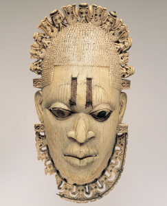 Pendentif en ivoire d'une reine-mère edo, 16ème siècle : un chef d'oeuvre de l'art edo / © Trustees of the British Museum