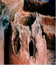 Photo 2 : Fourneaux découverts et fouillés à Kpéyi