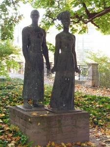 Statue d'un couple  d'Africains devant l'Université d'Halle en l'honneur d'Amo