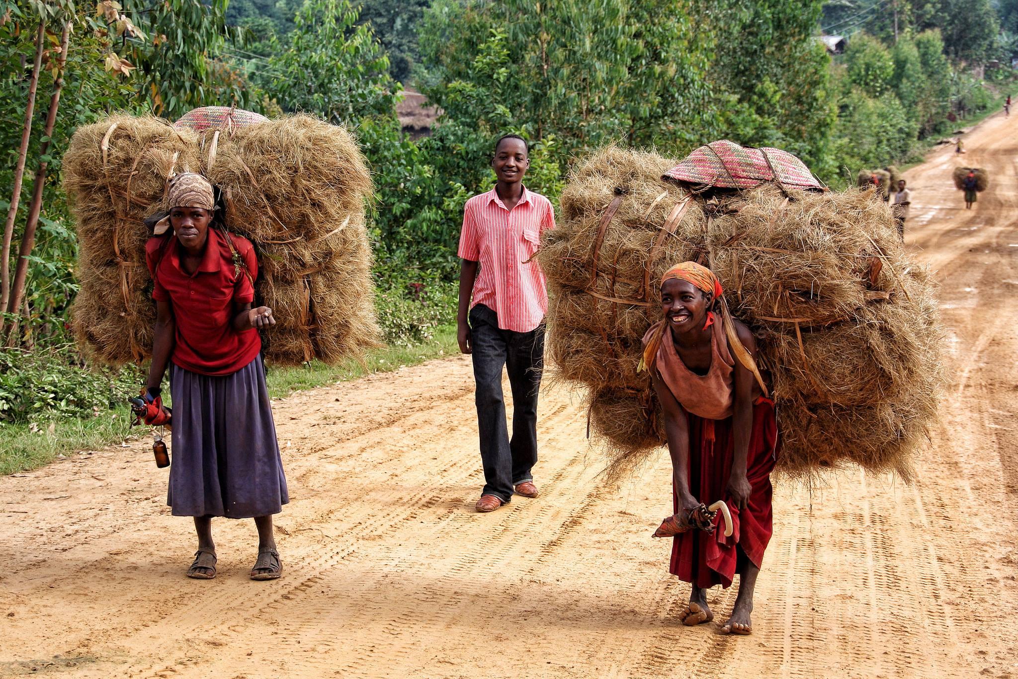 « Il n'y a pas de révolution sociale véritable que lorsque la femme est libérée. Que jamais mes yeux ne voient une société où la moitié du peuple est maintenue dans le silence. J'entends le vacarme de ce silence des femmes, je pressens le grondement de leur bourrasque, je sens la furie de leur révolte. J'attends et espère l'irruption féconde de la révolution dont elles traduiront la force et la rigoureuse justesse sorties de leurs entrailles d'opprimées. », Thomas Sankara / Photo : Meritxell Mena