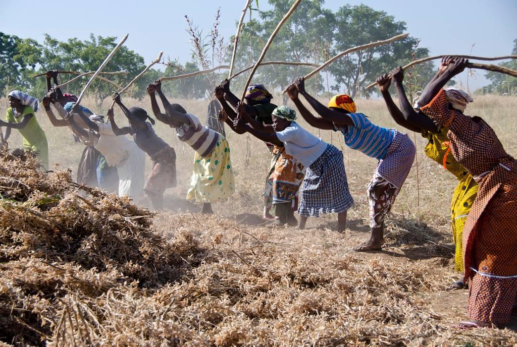 """""""Si la première femme créée par Dieu a été suffisamment forte pour chambouler, ces femmes, si elles se réunissent, doivent pouvoir le faire elles aussi"""", Sojourner Truth / Photo : Alda Kauffeld pour USAID Ghana"""