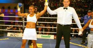 Cecilia Braekhus victorieuse lors de son premier combat