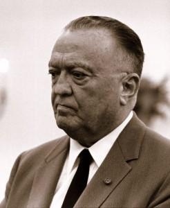 L'ignoble J. Edgar Hoover, alors à la tête du FBI et à l'origine du programme COINTELPRO