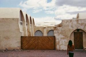 Le village de New Gourna construit en 1946 sur des plans d'Hassan Fathy et basé sur le modèle des voûtes nubiennes