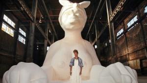 Kara Walker devant son sphinx