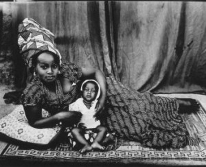 Femme et enfant maliens par Seydou Kéïta (1950-1955)