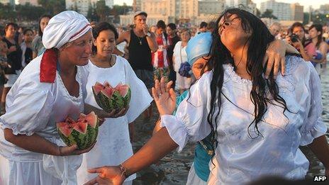 Rituel consacré à Yemanja en Uruguay