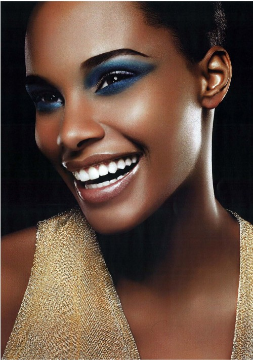 Femme noire teint ébène