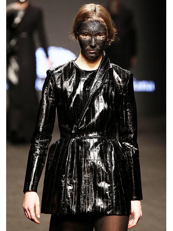 Un mannequin défilant pour Claudio Cutugno