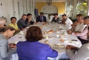Martinique: Une photo des chefs locaux des services de l'Etat, tous Blancs, indigne