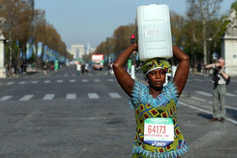 7777349890_siabatou-sanneh-sur-le-marathon-de-paris-le-12-avril-2015