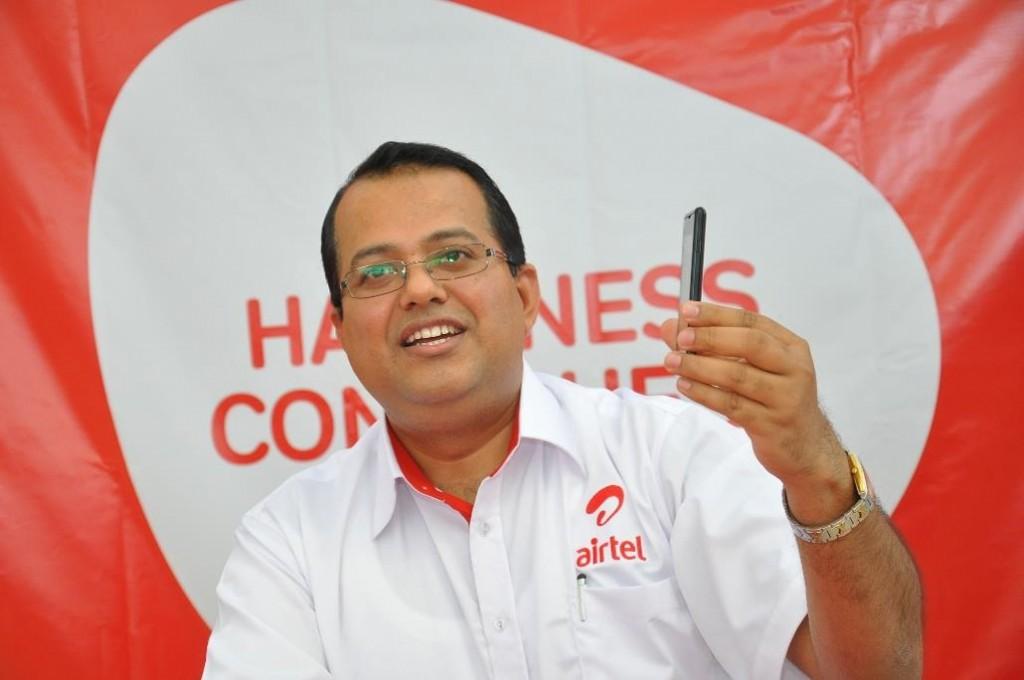 Airtel-Uganda-Marketing-Director-Mr.-Prasoon-Lal-explains-to-journalist...-1024x680
