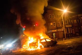 Etats-Unis : La mort d'un jeune homme noir après une arrestation musclée plonge Baltimore dans le chaos