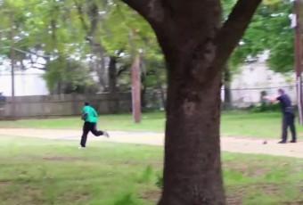 Vidéo – Bavure policière aux Etats-Unis : un policier (blanc) tire huit balles à bout portant dans le dos d'un homme (noir) non armé