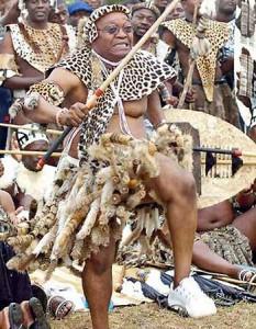 Le Président Jacob Zuma en tenue zoulou