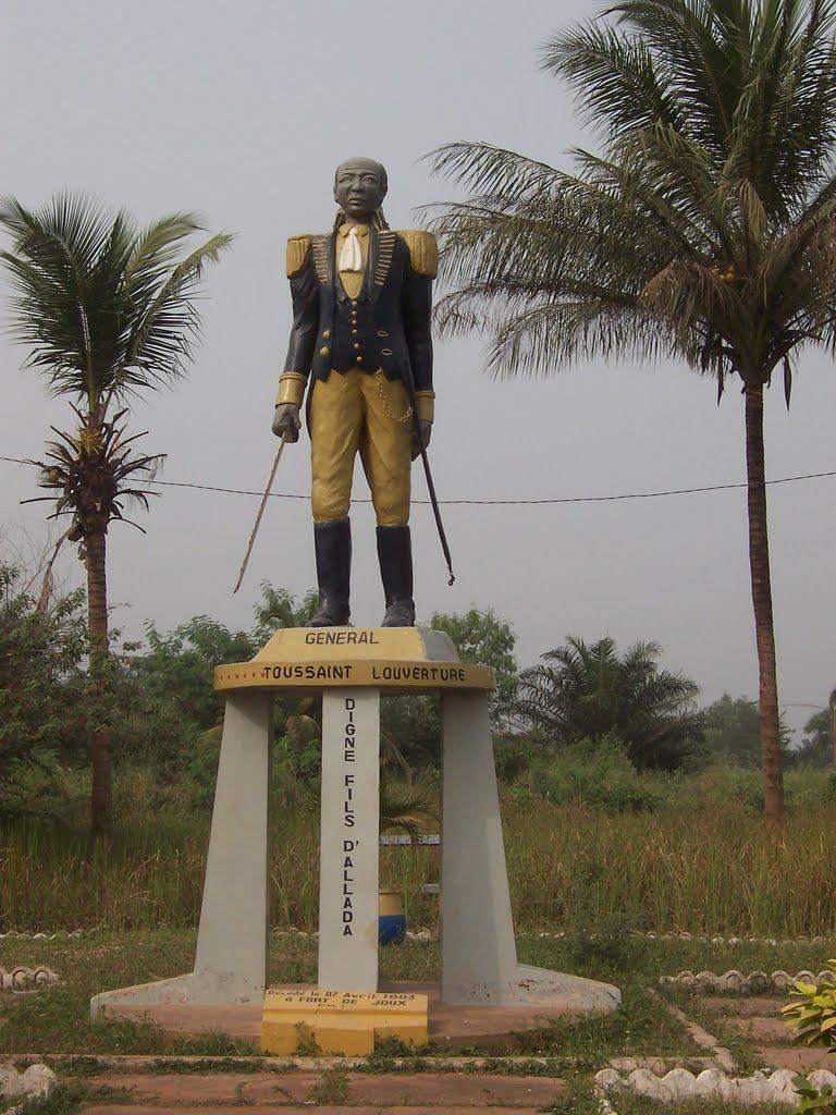 Statue en hommage à Toussaint Louverture au Bénin