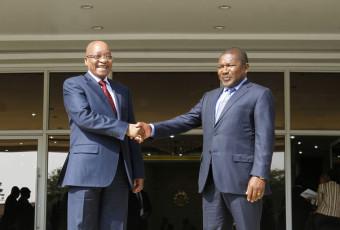 Afrique du Sud et Mozambique : Des excuses et des mains serrées