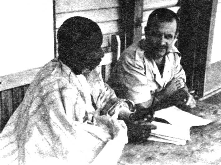 Amadou Hampate Bâ (à gauche) en 1954