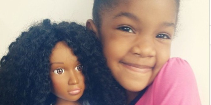 Etats-Unis : Quand la poupée aux cheveux crépus d'une fille émeut les réseaux sociaux