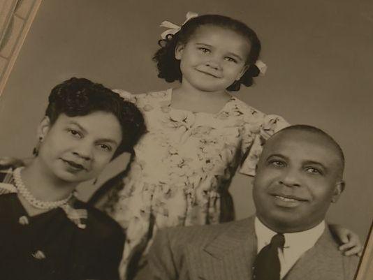 Après 70 ans, une femme noire découvre qu'elle est blanche