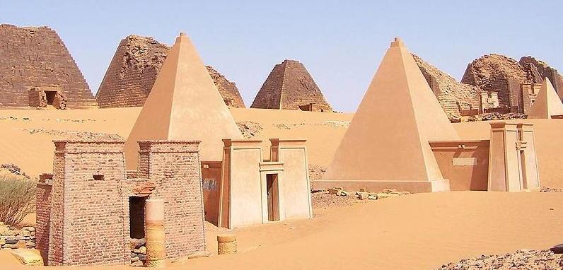 Pyramides de Méroé, Soudan / par Wufei07
