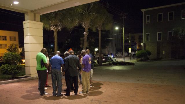 Etats-Unis : Un Blanc tue neuf Noirs dans une église à Charleston