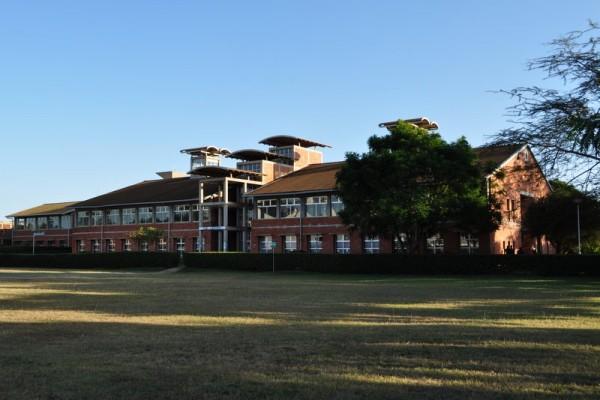 jomo_kenyatta_university_juja_campus_main_library-e1434115966788