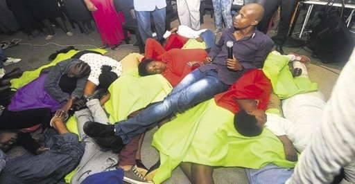Afrique du Sud : Un 'fou de Dieu' fait manger des serpents à ses fidèles
