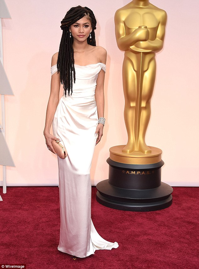 2C9BE0CB00000578-0-Celebrating_diversity_Zendeya_wore_her_hair_in_dreadlocks_to_the-a-66_1443319753542