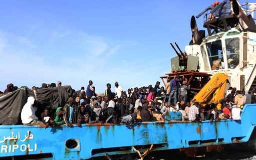 un-navire-libyen-transportant-des-migrants-africains-qui_1125380