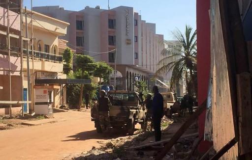Mali : l'assaut toujours en cours à l'hôtel Radisson à Bamako
