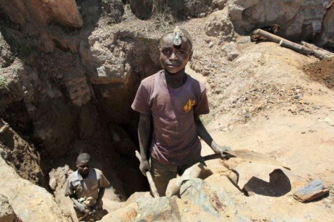 Apple et Samsung accusés d'exploiter des enfants dans l'extraction du cobalt en RDC