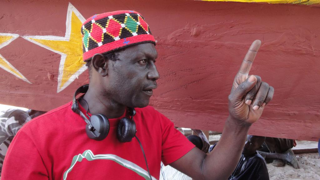 Moussa Touré sur le tournage du film La Pirogue