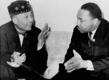 Martin Luther King JR et Elijah Muhammad, dirigeant de la NOI de l'époque