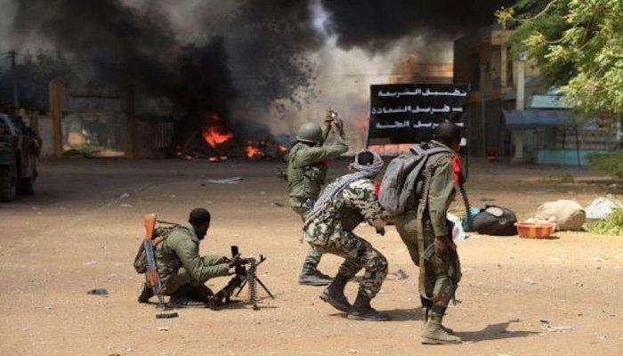 Attaque d'un camp militaire à Nampala