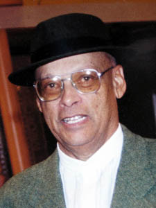 L'historien guadeloupéen Oruno Denis Lara a vécu et enseigné à l'Université au Cameroun durant plusieurs années.