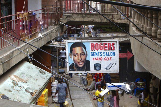 Le photographe nigérian Andrew Esiebo nous montre les barbershops africains