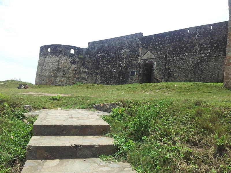 Vue de face du Fort Coromanti, désormais Fort Amsterdam dans le Ghana actuel