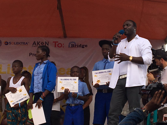 Akon au Libéria pour y installer de l'électricité solaire