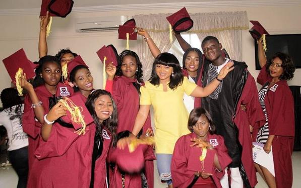 Merci Aigbe et ses premiers diplômés