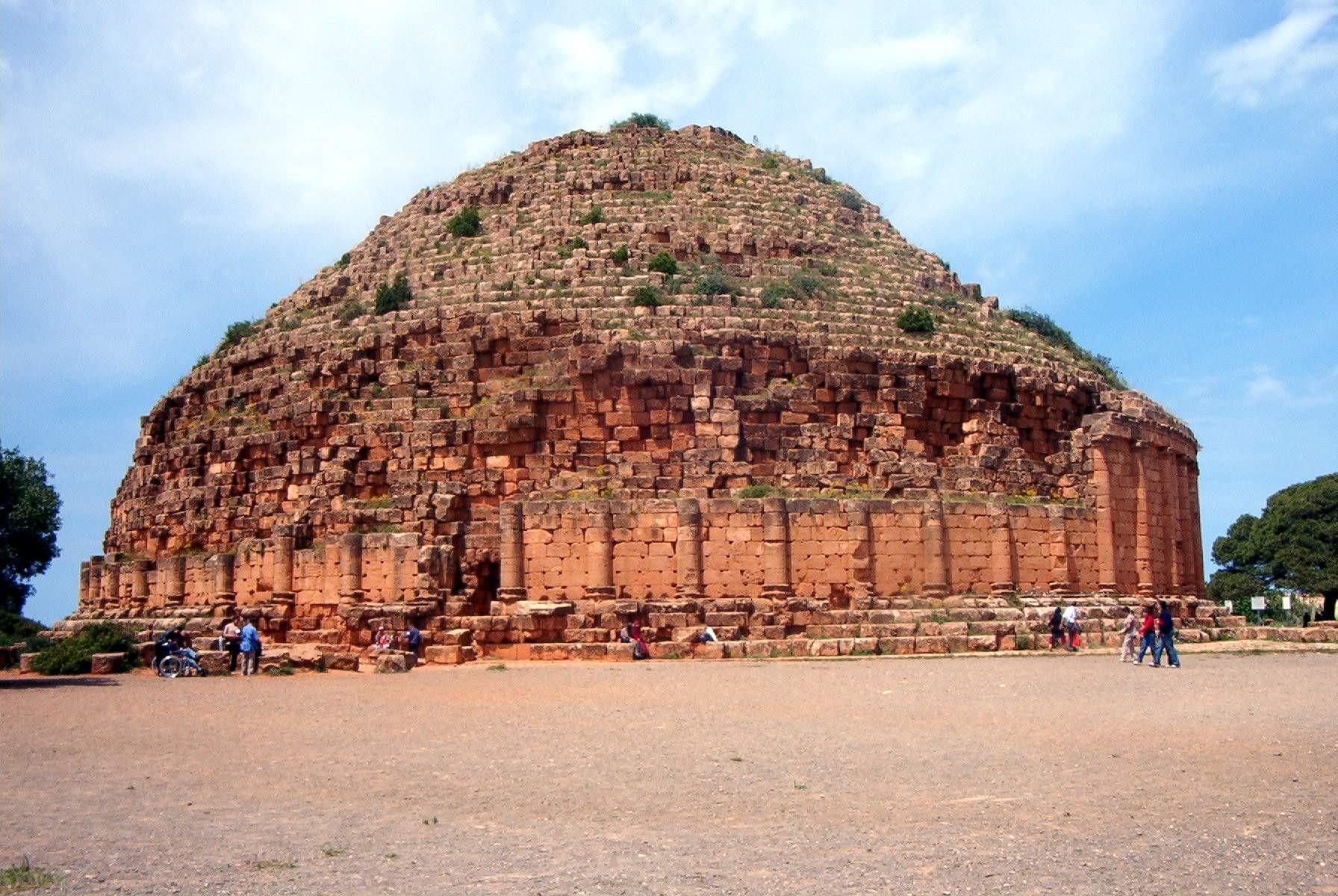 Tombeau (royal?) de l'ancienne Maurétanie dans l'actuelle Algérie, aux alentours du début de notre ère.
