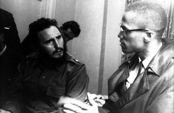 En trevue de Malcolm X et de Fidel castro à l'Hotêl Thérésa de Harlem le 19 septembre.