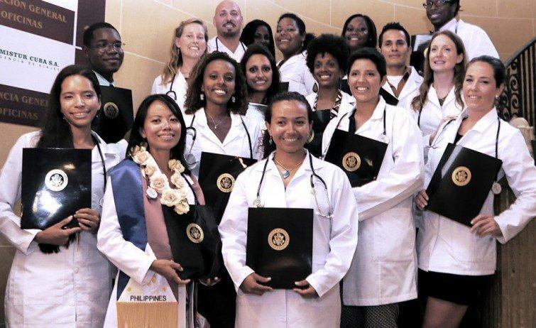 Etudiants de la Latin American School of Medicine de Cuba.