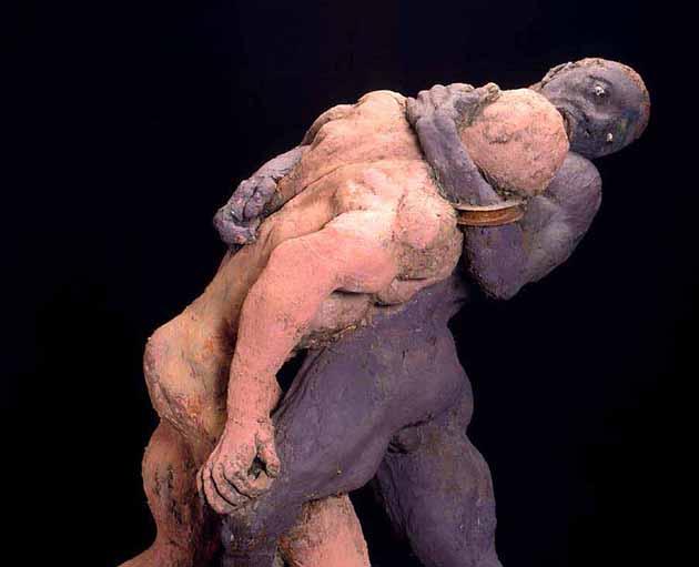 Couple de lutteurs corps à corps