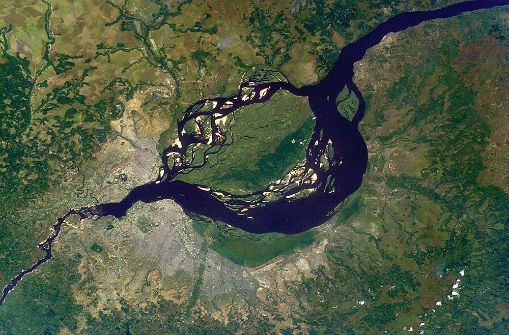 Kinshasa_&_Brazzaville_-_ISS007-E-6305_lrg